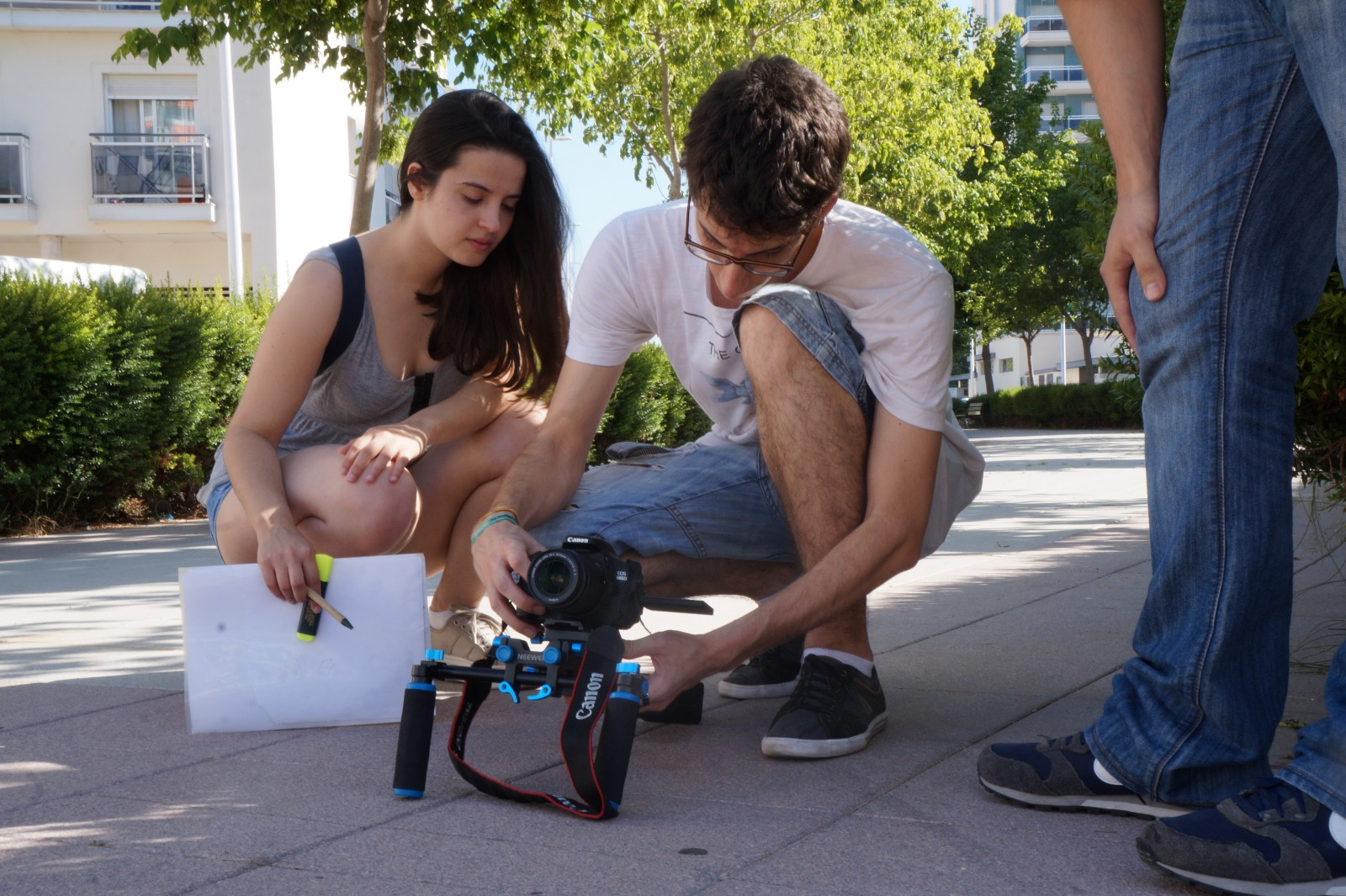 Lucía y Nacho en un moment de la gravació de la websèrie contra la violència de gènere, Retales Retales